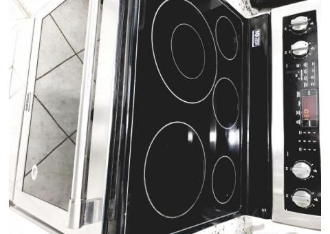 6 mo. Old Maytag electric convection range, Ceramic cook top